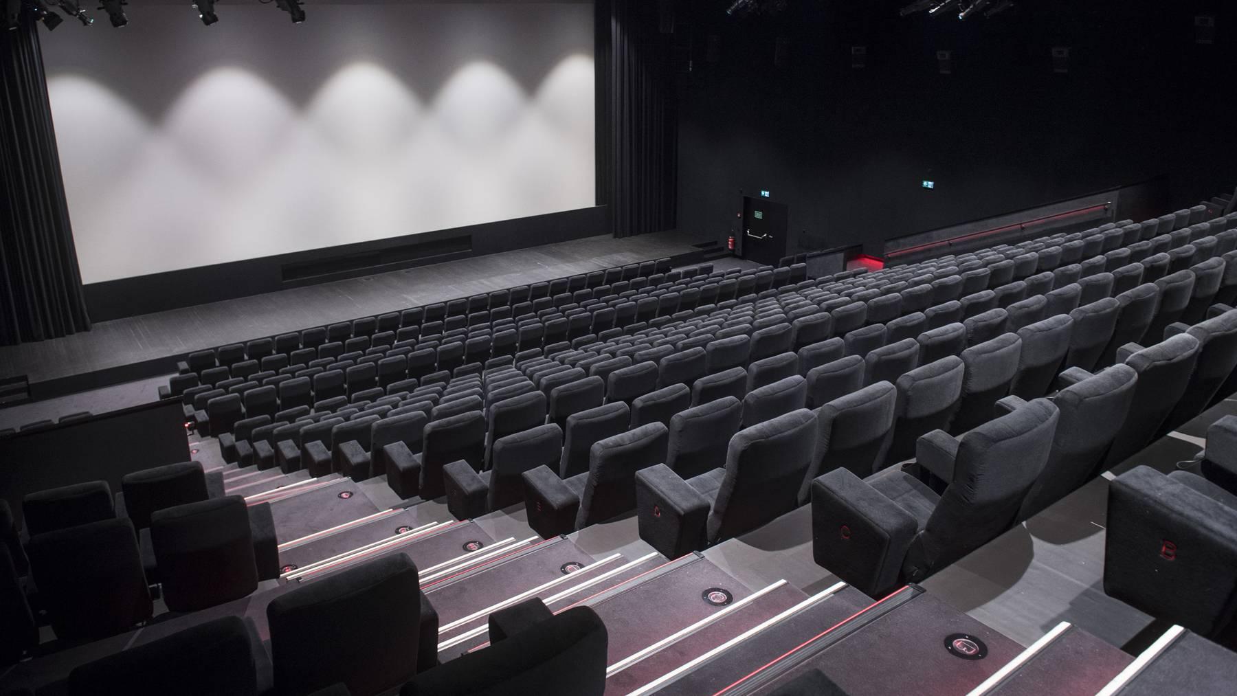 Derzeit sind die Kinosäle leer. Aber im letzten Jahr gingen wieder mehr Schweizer und Schweizerinnen ins Kino.