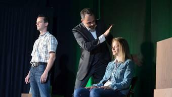 Michel Gammenthaler (Mitte) mit Ivan und Tanja auf der Bühne.