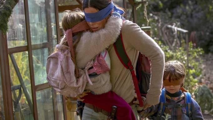 """Nach dem Erfolg mit dem Thriller """"Bird Box"""" auf Netflix plant die Schauspielerin Sandra Bullock (Mitte) ein weiteres Projekt mit dem Streaminganbieter. (Archivbild)"""