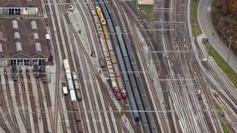 Der Bundesrat will das Bahnnetz für 12 Milliarden Franken ausbauen. Die Verkehrskommission des Ständerats legt fast 1 Milliarde zusätzlich drauf (Symbolbild)