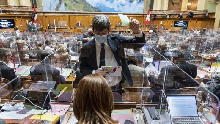Der Nationalrat hat am Dienstag in einem ersten Schritt ein Notbudget beschlossen für den Fall dass die Session abgebrochen werden muss.