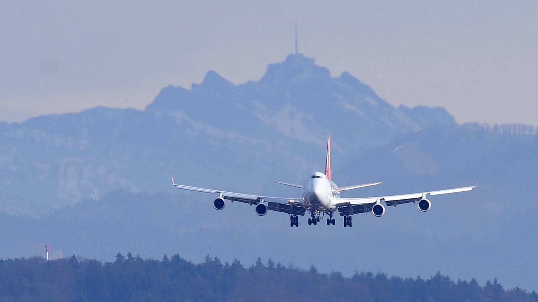 Die Flugpreise sind im August gesunken. Über das Ganze gesehen blieben die Konsumentenpreise jedoch stabil. (Symbolbild)