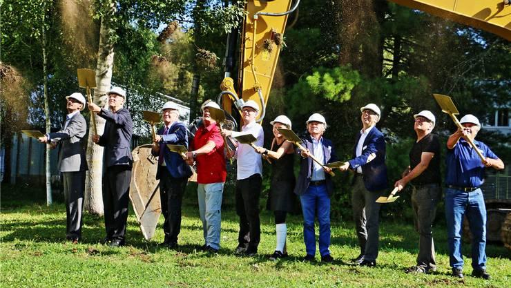 Mit dem Spatenstich beginnen die Bauarbeiten am Erweiterungsbau Reha Ost. DKA