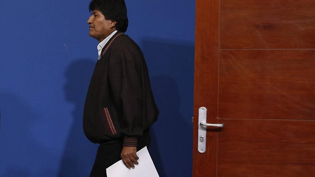 Nach seinem Abgang als Präsident Boliviens hat Evo Morales in Mexiko einen Antrag um politisches Asyl gestellt. Die Antwort ist positiv.