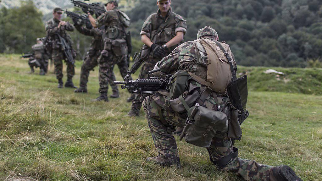 Die Armee-Fachstelle Extremismus hat im vergangenen Jahr 41 Meldungen und Anfragen  erhalten. Sicherheitsrelevante Vorkommnisse oder Gewalttaten blieben aus. (Symbolbild)
