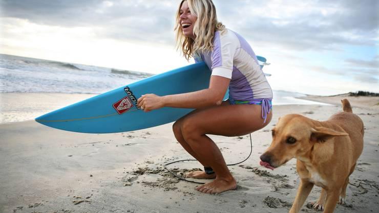 Andrea Rodrigues lebt seit Jahren in Brasilien und führt zusammen mit ihrem Mann eine eigene Surfschule.