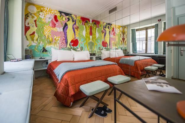 Das kleinste Hotel von Zürich ist das bunte Zimmer, gestaltet von Künstler Max Zuber.