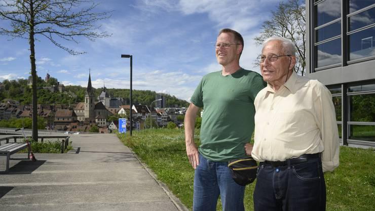 Josef Tremp, alt Stadtarchitekt (rechts), und Quartierbewohner Thomas Schild, auf dem Areal der Kantonsschule Baden: «Von hier aus hat man die schönste Aussicht auf Baden.»