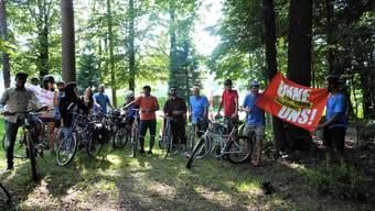 Die Aktivistinnen und Aktivsten der «Velotour d'Horizon» am Ziel in Urdorf. ZVG