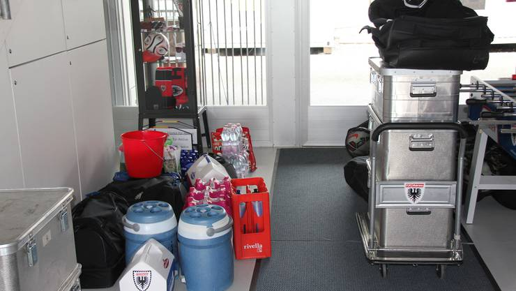 11.40 Uhr: Das Material steht im Vorraum der FCA-Geschäftsstelle im Stadion Brügglifeld bereit zum Verladen.