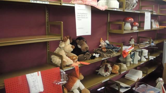 Harry Potter, Umberto Eco und Plüschtiere: «Rausverkauf» in der Stadtbibliothek.