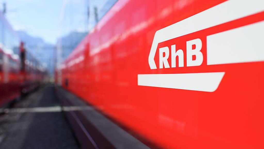 Der Bahnverkehr zwischen Chur und Arosa GR ist wegen ausserordentlichen Bauarbeiten unterbrochen. (Symbolbild)