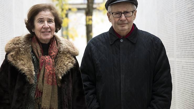 Beate und Serge Klarsfeld am Pariser Mémorial de la Shoah (Aufnahme vom April 2017).