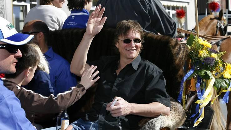 Einer, der schon so gefeiert wurde, wie Arno Del Curto an der Meisterfeier 2007, kann nicht anonym bleiben.