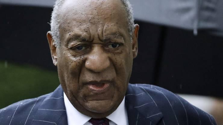 """Der wegen sexuellem Missbrauch verurteilte US-Schauspieler Bill Cosby will nicht länger in dem """"Raum aus Stahl und Eisen"""" sitzen, sondern gegen Kaution freikommen. (Archivbild)"""