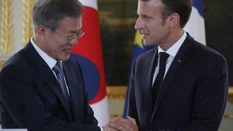 Sprachen über die atomare Abrüstung auf der koreanischen Halbinsel: der südkoreanische Präsident Moon Jae In und Frankreichs Staatschef Emmanuel Macron am Montag in Paris.