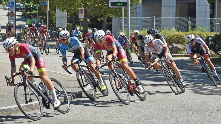 Das Elite-Feld hatte auf den hundert Runden ums Oltner Bifang-Schulhaus ein durchschnittliches Tempo von knapp 46 Kilometern pro Stunde drauf.
