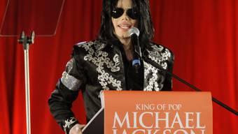 Michael Jackson vor den Medien im März 2009 (Archiv)