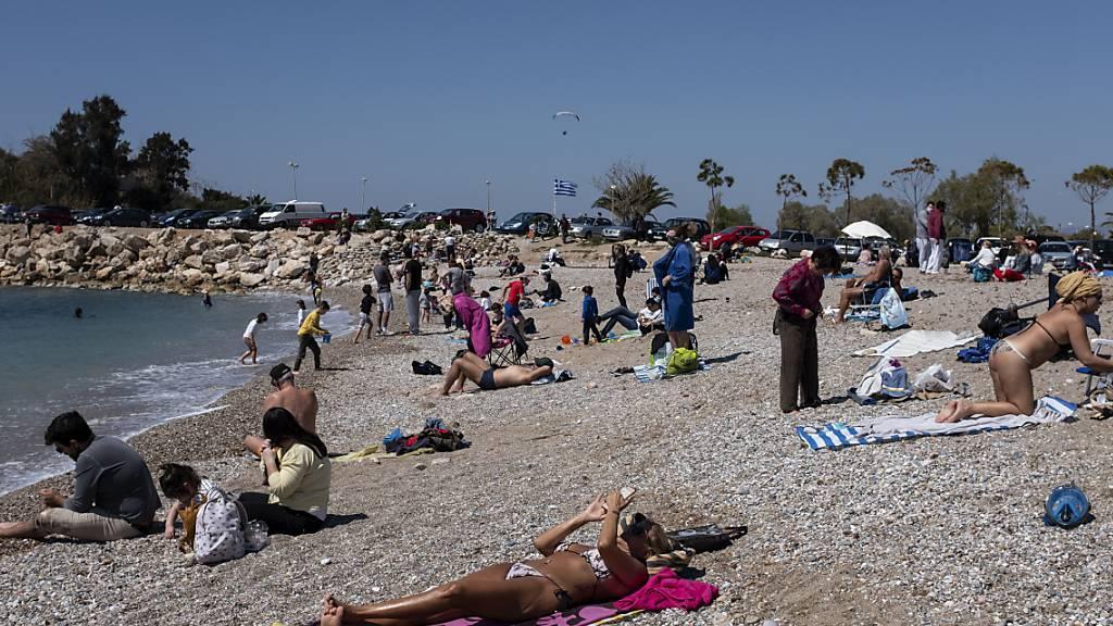 Ab heute bevölkern Touristen wieder die griechischen Strände