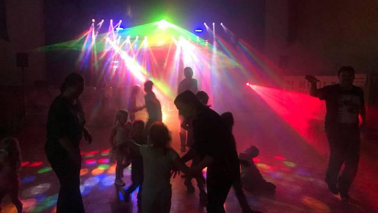 Tanzfreudige Besucher