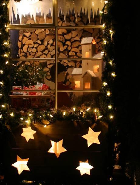 Adventsfenster Ideen.Adventsfenster Locken In Der Dunklen Jahreszeit Nach