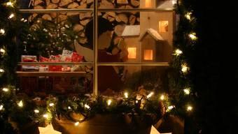 Das Adventsfenster von Madeleine Lüdi, das sie am 5. Dezember den Besuchern öffnete.