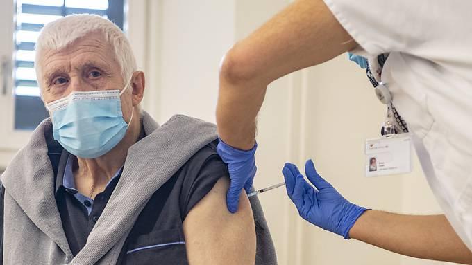 Laut deutschen Medien gibt es Zweifel an der Wirksamkeit des Impfstoffes bei älteren Menschen. (Symbolbild)