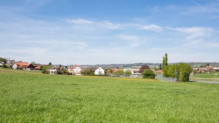 Die 25 Meter hohe Swisscom-Antenne soll gleich beim Dorfeingang zu stehen kommen.