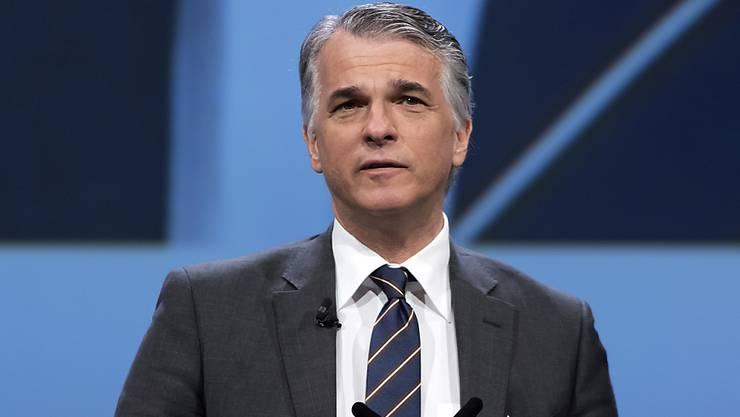 UBS-Chef Sergio P. Ermotti muss im dritten Quartal 2016 wegen Steuereffekten einen Gewinneinbruch verkünden. (Archiv)