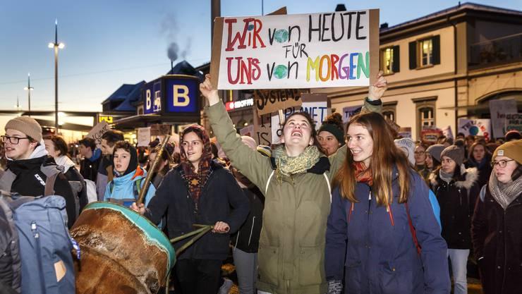 Sie sind die Wählerinnen und Wähler von morgen: Teilnehmende des Schülerstreiks für das Klima in Solothurn.