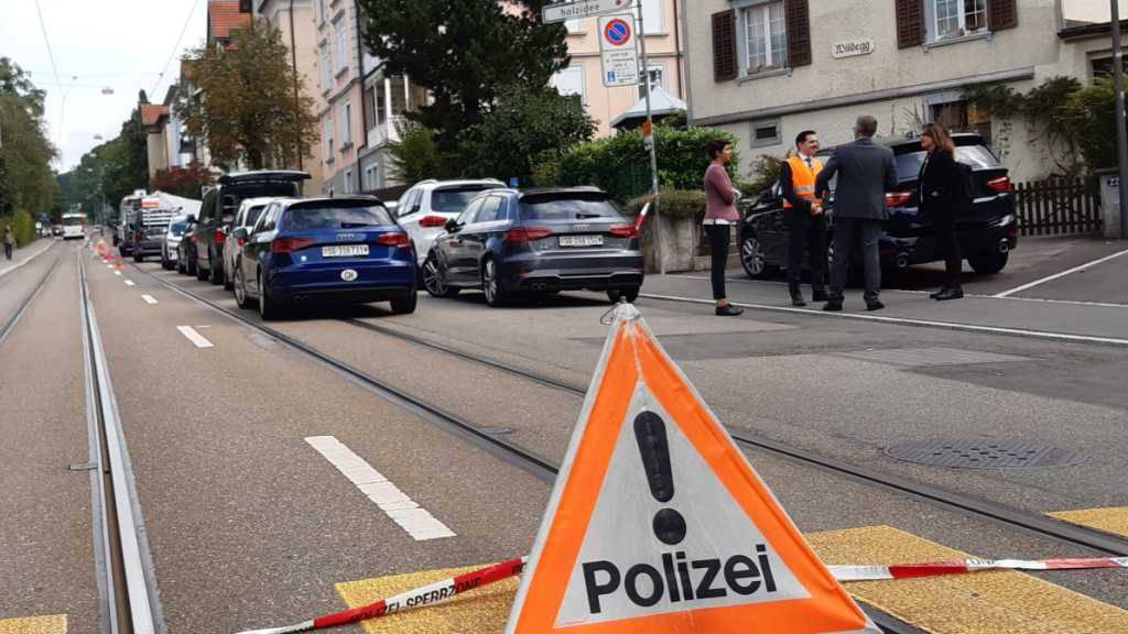 Bei einem Gewaltdelikt in der Stadt St. Gallen starben am vergangenen Mittwoch zwei Menschen. Die Polizei stand mit einem Grossaufgebot im Einsatz und sperrte das Gebiet weiträumig ab.