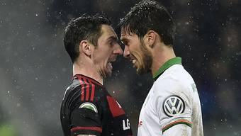 Auf Augenhöhe: Santiago Garcia (rechts) und die Bremer bieten Roberto Hilbert und Leverkusen erfolgreich die Stirn
