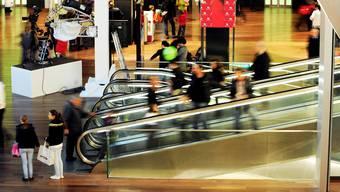 Im Spreitenbacher Shoppi Tivoli will man Jugendliche nicht von vornherein vergraulen. Bei Problemen greifen Sicherheitsleute durch.  EFR