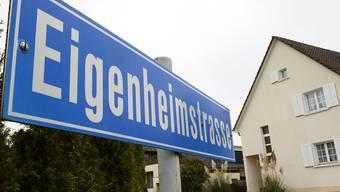 Die Hypothekarzinsen sind in der Schweiz weiterhin niedrig, das Finanzieren von Immobilien bleibt damit günstig. (Themabild)