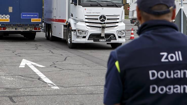 Am Zoll konnte das gesuchte Fahrzeug angehalten werden. (Symbolbild)