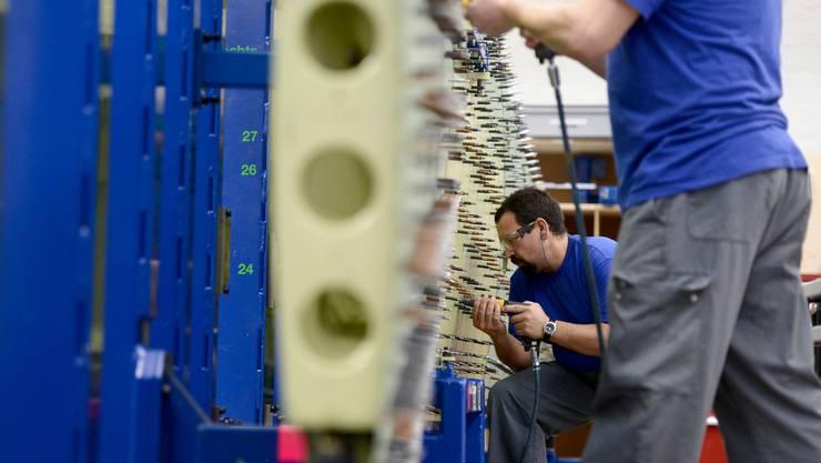 Die Wirtschaft brummt zwar noch nicht wieder, aber gemäss den Konjunkturforschern ist die Talsohle durchschritten.