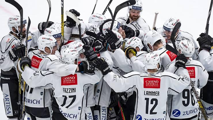 Luganos Spieler bejubeln den ersten Saisonsieg über Lausanne