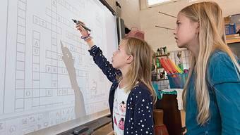 Die Schule erhält interaktive Wandtafeln.
