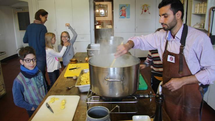 Spass macht das Zubereiten der Suppe für den Suppentag.