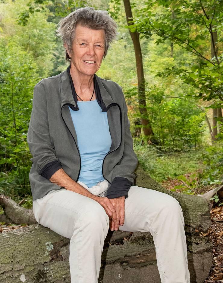 Florianne Köchlin ist Biologin, Autorin verschiedener Bücher über die Kommunikation von Pflanzen und engagierte Gentech-Gegnerin. Sie lebt in Münchenstein BL.