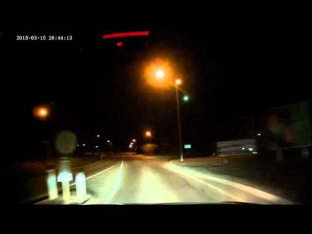 Meteor gefilmt von Auto-Kamera