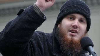 Nicolas Blancho vom Zentralrat der Muslimen, sprich in Bern zum Minarett-Verbot.