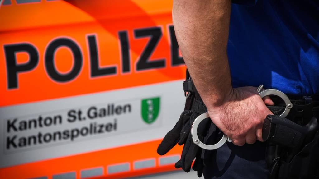 Die Kantonspolizei sucht Zeugen.