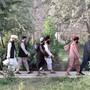HANDOUT - Taliban-Gefangene werden aus der Haftanstalt Pol-e Tscharchi entlassen. Foto: -/Afghanistan's National Security Council/AP/dpa - ACHTUNG: Nur zur redaktionellen Verwendung und nur mit vollständiger Nennung des vorstehenden Credits