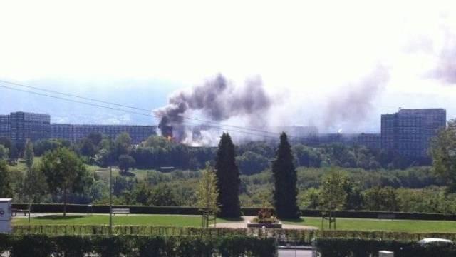 Rauchschwaden über der Kirche in Lignon