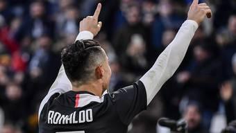 Lässt sich von den Juve-Fans für seine drei Tore beim 4:0-Heimsieg feiern: Cristiano Ronaldo