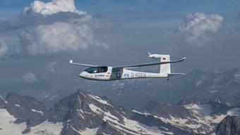 Erstmals hat ein batteriebetriebenes Flugzeug die Alpen überquert.