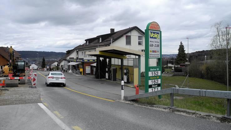 Weniger Gefahren: Die oft bemängelte Verkehrssicherheit beim Bergdietiker Volg wird erhöht. Zudem erhält die Bergli-Tankstelle mehr Zapfsäulen.