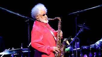 Jazzlegende Sonny Rollins bei einem Konzert in Tokyo.