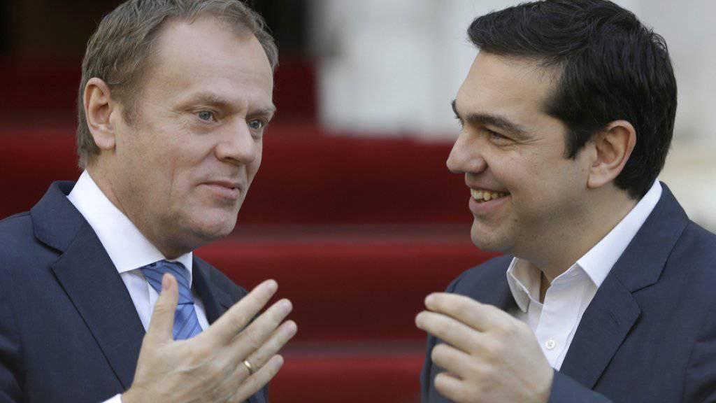 Sprechen in Athen über die Flüchtlingskrise: der griechische Ministerpräsident Alexis Tsipras (r.) und EU-Ratspräsident Donald Tusk